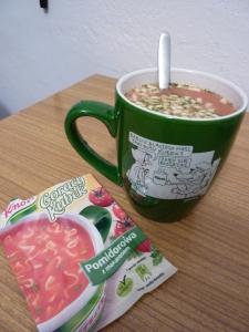 """La mia zuppa """"pomidorowa"""" nella mia nuova tazza polacca"""